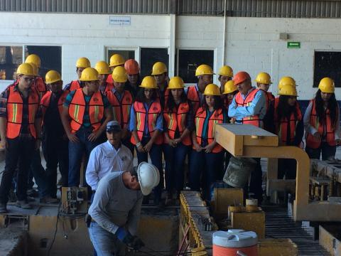 Visita de estudiantes de la universidad de sonora a la for Universidades en hermosillo